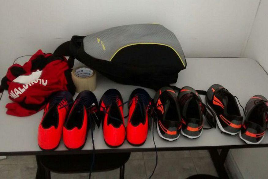 7a226c5020 Funcionários de fábrica são presos suspeitos de roubo de sapatos ...
