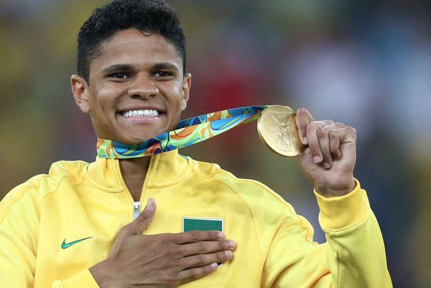 Douglas Santos conquistou a inédita medalha de ouro no futebol nas  Olimpíadas do Rio (Foto  Reprodução Twitter) 93fe5e9166f36