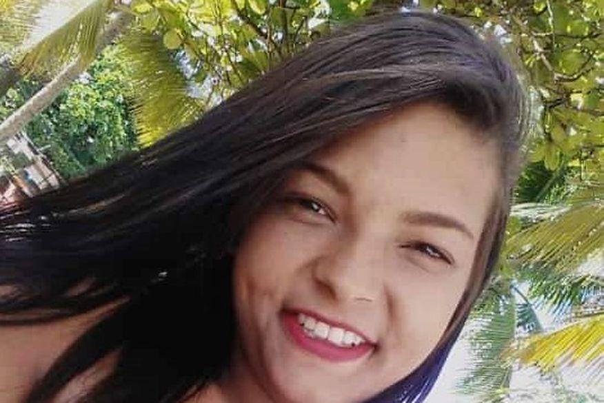 Mulher é morta a tiros por homens que dispararam de dentro do carro, no Colinas do Sul