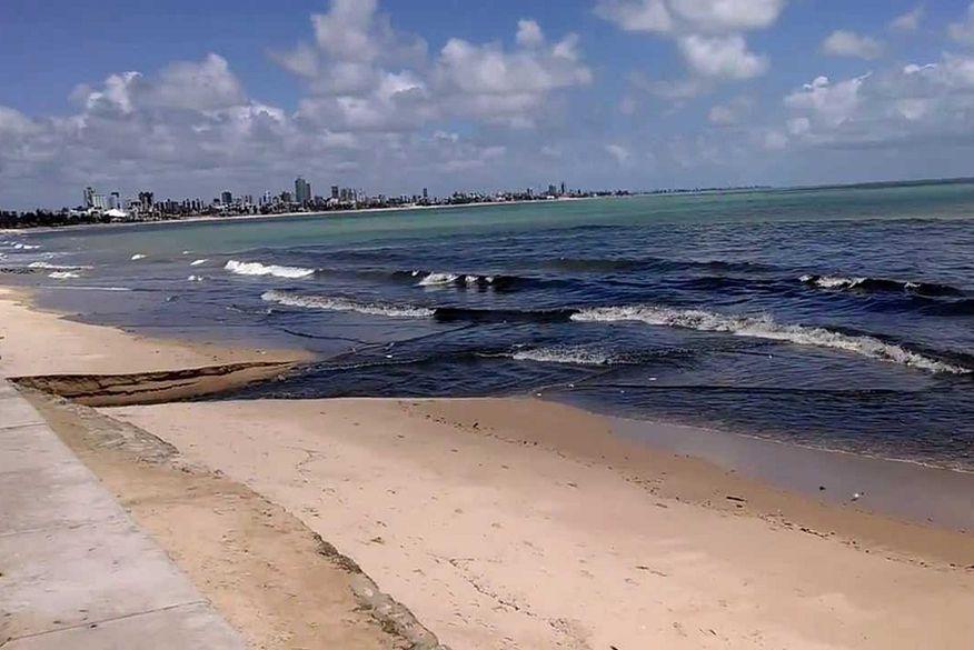 Resultado de imagem para foto de praia contaminadas
