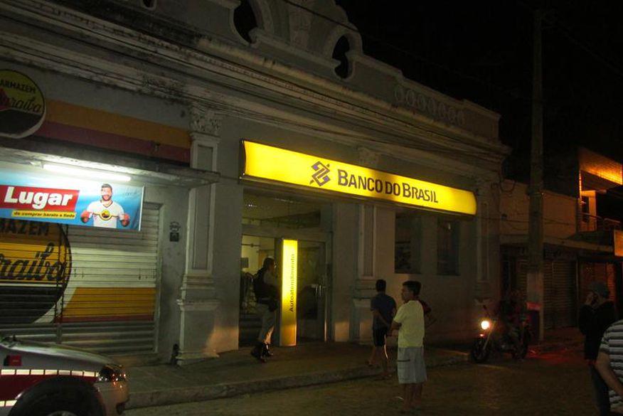 Polícia prende dois suspeitos de ataques a bancos em Alagoa Grande