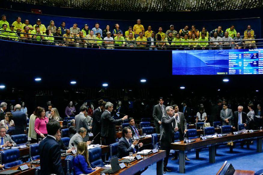 Congresso rejeita 18 e mantém 15 vetos de Bolsonaro ao projeto do abuso de autoridade