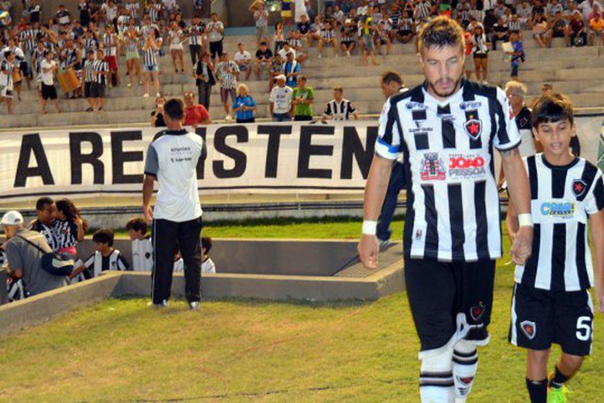 Botafogo perde nos pênaltis e dá adeus a sonho da Série B