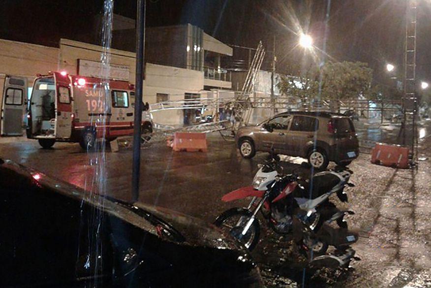 Carro desgovernado bate em estrutura metálica do São João em Sousa e deixa Homem ferido