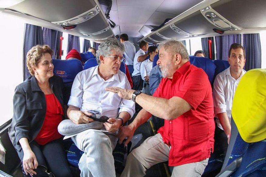 Lula e Dilma chegam em Monteiro acompanhados de Ricardo Coutinho: 70 mil pessoas acompanham visita