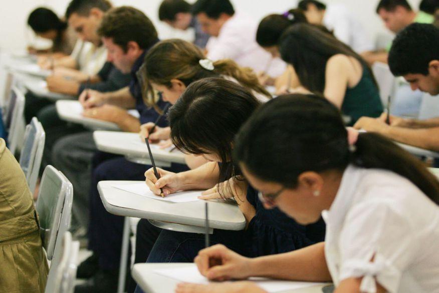 Editais com mais de 240 vagas para profissionais da educação são publicados na PB.