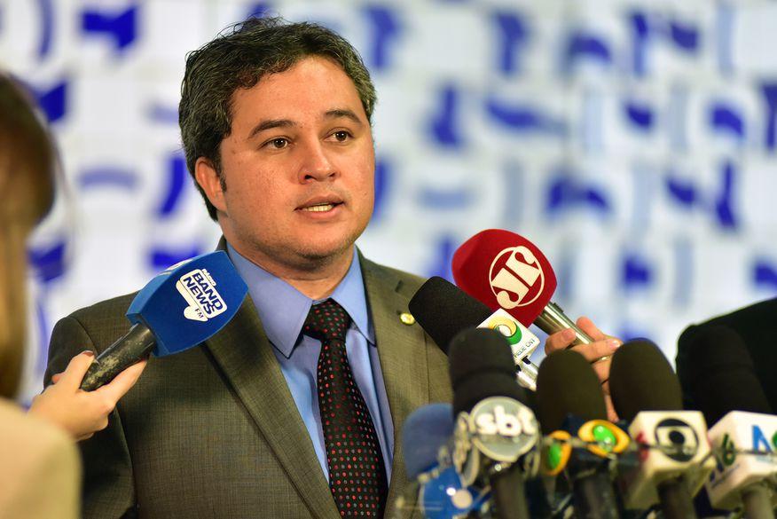 Efraim eleva o tom e promete 'troco' ao PMDB após perder lideranças