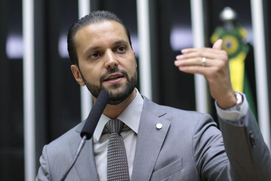 Ministério das Cidades revoga resolução que altera procedimentos para renovação da CNH.