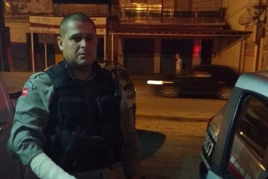 Policial é agredido a pauladas por homem embriagado