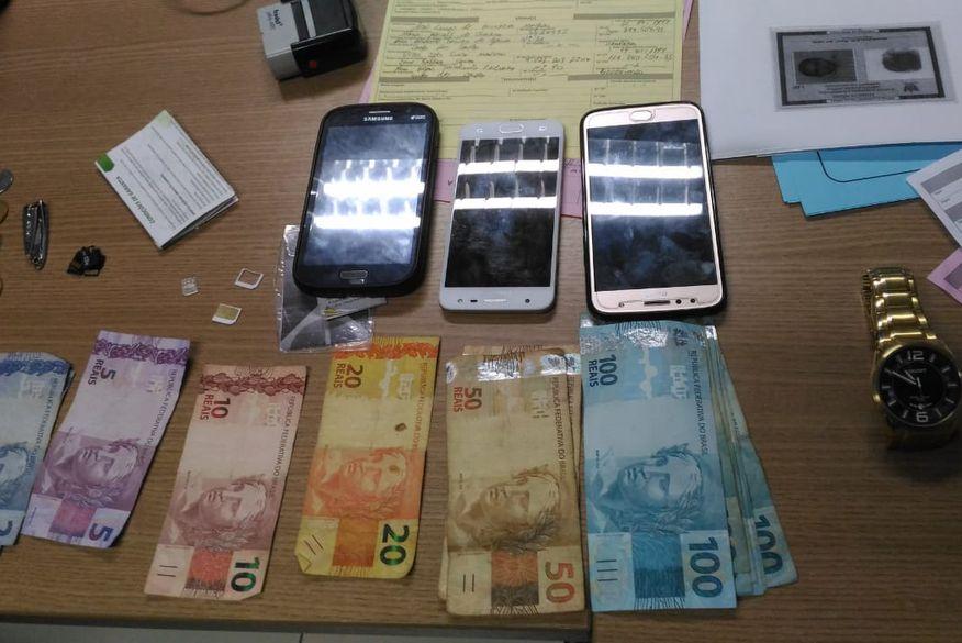 Resultado de imagem para Polícia detém dupla por porte ilegal de arma e suspeitos de assaltos na zona sul da Capital