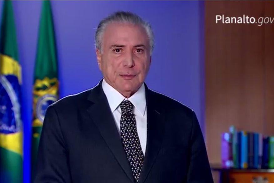 """Temer destaca votações no Congresso e diz que Brasil """"não vai parar""""."""
