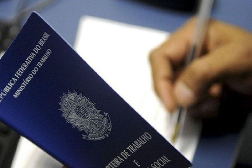 AUXÍLIO: Governo discute dar aumento no Bolsa Família para quem conseguir emprego